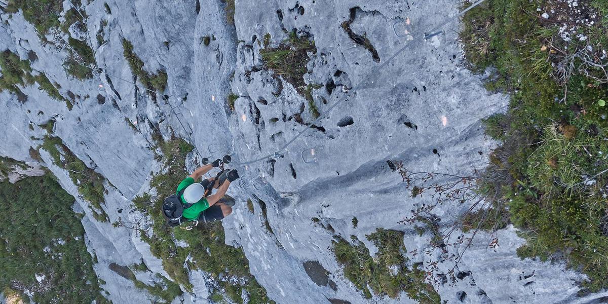 Klettersteig mit durchgehendem Drahtseil